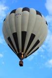 Ριγωτό γραπτό μπαλόνι ζεστού αέρα στοκ εικόνα