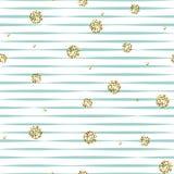 Ριγωτό μπλε και άσπρο άνευ ραφής σχέδιο με τα χρυσά shimmer σημεία Πόλκα Στοκ φωτογραφία με δικαίωμα ελεύθερης χρήσης
