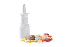 Ρινικός ψεκασμός - ψεκασμός και χάπια μύτης Στοκ εικόνες με δικαίωμα ελεύθερης χρήσης