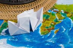 ριψοκινδυνεμμένο Ατμόπλοιο Papercraft, καπέλο στο χάρτη Τοπ όψη μικρό ταξίδι χαρτών του Δουβλίνου έννοιας πόλεων αυτοκινήτων Στοκ εικόνα με δικαίωμα ελεύθερης χρήσης