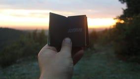 ριψοκινδυνεμμένο Βιβλίο με την επιγραφή Ιδέα καλοκαιρινών διακοπών φιλμ μικρού μήκους