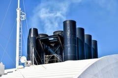 Ροή αερίων εξάτμισης από τη χοάνη ενός κρουαζιερόπλοιου στοκ εικόνες με δικαίωμα ελεύθερης χρήσης