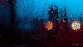 Ροή κάτω από τις πτώσεις νερού στο γυαλί Στοκ φωτογραφίες με δικαίωμα ελεύθερης χρήσης