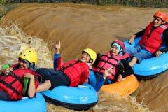 Ροή ποταμών διασκέδασης με τους σημαντήρες στοκ φωτογραφία