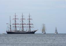 Ροή στο πλέοντας σκάφος θάλασσας Στοκ φωτογραφία με δικαίωμα ελεύθερης χρήσης