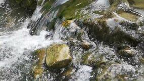 Ροή του νερού σε σε αργή κίνηση απόθεμα βίντεο