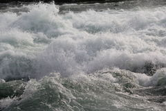 Ροή του νερού στον ποταμό Niagara Στοκ Εικόνες