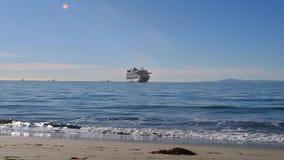 Ροδοκόκκινο κρουαζιερόπλοιο Santa Barbara πριγκηπισσών απόθεμα βίντεο