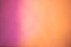 Ροζ θολωμένο στο πορτοκάλι υπόβαθρο στοκ εικόνα