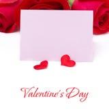 Ροζ κάρτα για τους χαιρετισμούς, καρδιές και τριαντάφυλλα, που απομονώνονται Στοκ Εικόνες