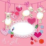 Ροζ κάρτα ντους μωρών με τα πρόβατα και τις καρδιές Στοκ φωτογραφίες με δικαίωμα ελεύθερης χρήσης