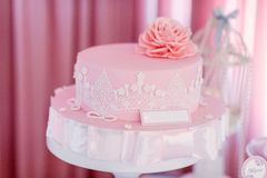 Ροζ κέικ γενεθλίων Στοκ Εικόνες