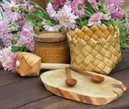 Ροζ και προϊόντα λουλουδιών από το φλοιό σημύδων Στοκ φωτογραφία με δικαίωμα ελεύθερης χρήσης