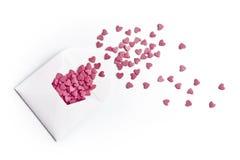 ροζ καρδιών φακέλων Στοκ φωτογραφίες με δικαίωμα ελεύθερης χρήσης
