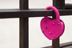 ροζ κλειδωμάτων καρδιών Στοκ εικόνα με δικαίωμα ελεύθερης χρήσης