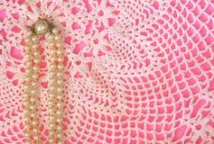 ροζ μαργαριταριών δαντελλών Στοκ φωτογραφία με δικαίωμα ελεύθερης χρήσης