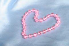 ροζ μαργαριταριών καρδιών που διαμορφώνεται Στοκ εικόνα με δικαίωμα ελεύθερης χρήσης