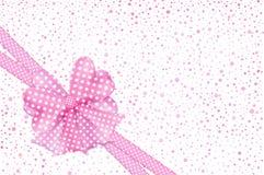 Ροζ τόξο δώρων και κάρτα κορδελλών Στοκ εικόνες με δικαίωμα ελεύθερης χρήσης