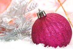 ροζ Χριστουγέννων σφαιρών στοκ φωτογραφία