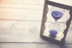 Ρολόι άμμου στον πίνακα Στοκ φωτογραφίες με δικαίωμα ελεύθερης χρήσης