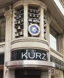 Ρολόι επάνω από την είσοδο στο κατάστημα Kurz στο στρεπτόκοκκο Bahnhofstrasse Στοκ εικόνες με δικαίωμα ελεύθερης χρήσης