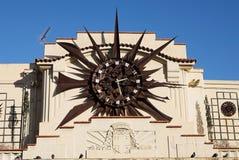 ρολόι οικοδόμησης του Αντίμπες Στοκ φωτογραφία με δικαίωμα ελεύθερης χρήσης