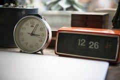 Ρολόι που παρουσιάζει τη διαφορά της διαφοράς ώρας Στοκ εικόνα με δικαίωμα ελεύθερης χρήσης