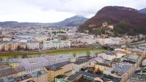 Ρολόι Σάλτζμπουργκ από το Hill Monchsberg, Αυστρία απόθεμα βίντεο
