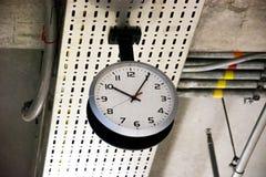 Ρολόι στον αερολιμένα στοκ φωτογραφία με δικαίωμα ελεύθερης χρήσης