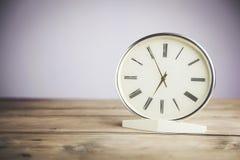 Ρολόι στον πίνακα Στοκ Εικόνες