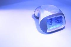 ρολόι συναγερμών επάνω στ&alp στοκ φωτογραφία