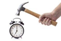 Ρολόι συναγερμών και σφυρί στοκ φωτογραφία με δικαίωμα ελεύθερης χρήσης