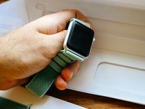 Ρολόι της Apple με το μαύρο λουρί οθόνης και αθλητισμού Στοκ φωτογραφία με δικαίωμα ελεύθερης χρήσης
