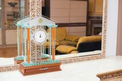 Ρολόι του δωματίου του ξενοδοχείου στοκ εικόνα