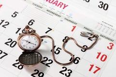 Ρολόι τσεπών στο ημερολόγιο Στοκ φωτογραφία με δικαίωμα ελεύθερης χρήσης