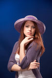 ρομαντικές νεολαίες γυναικών πορτρέτου καπέλων Στοκ εικόνες με δικαίωμα ελεύθερης χρήσης