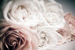 Ρομαντική ανθοδέσμη των τριαντάφυλλων στα εκλεκτής ποιότητας χρώματα Στοκ Εικόνα