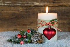 Ρομαντική διακόσμηση εμφάνισης με το κάψιμο του κεριού Στοκ φωτογραφία με δικαίωμα ελεύθερης χρήσης