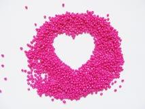 Ρομαντική κάρτα ημέρας βαλεντίνων ` s με την καρδιά από τις χάντρες Στοκ Εικόνες