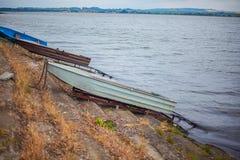 Ρομαντική μικρή βάρκα στην ακτή Στοκ φωτογραφία με δικαίωμα ελεύθερης χρήσης