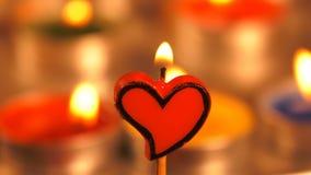Ρομαντική μορφή καρδιών του φωτός κεριών απόθεμα βίντεο