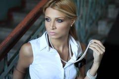 Ρομαντική νέα γυναίκα Στοκ εικόνες με δικαίωμα ελεύθερης χρήσης