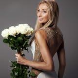 Ρομαντική νύφη στο γαμήλιο φόρεμα Στοκ Φωτογραφίες