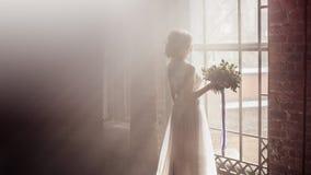 Ρομαντική νύφη στο υπόβαθρο καπνού Στοκ Εικόνα