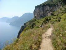 Ρομαντική πορεία που ονομάζεται την πορεία των Θεών στην ακτή της Αμάλφης στο sud της Ιταλίας στοκ εικόνα με δικαίωμα ελεύθερης χρήσης