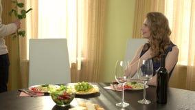 Ρομαντική συνεδρίαση των ζευγών μεταξύ τους απόθεμα βίντεο