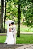 Ρομαντικοί νύφη και νεόνυμφος Στοκ Φωτογραφία