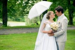 Ρομαντικοί νύφη και νεόνυμφος στοκ εικόνες