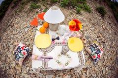 Ρομαντικό γεύμα στην έννοια φύσης Στοκ φωτογραφίες με δικαίωμα ελεύθερης χρήσης
