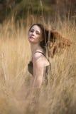 Ρομαντικό κορίτσι ομορφιάς υπαίθρια Στοκ Εικόνα